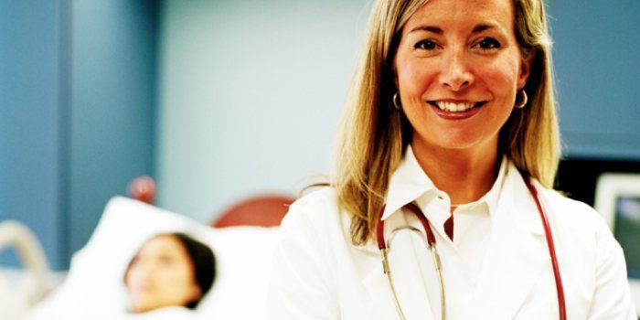 medisch adviseur doet medische expertise