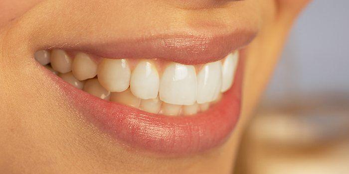 Schade aan gebit letsel tand kaak door ongeval